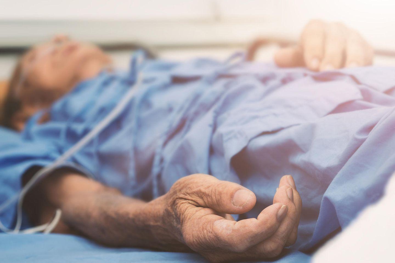 Ein 101-jähriger Mann aus Italien hat die Corona-Infektion überlebt. (Symbolbild)