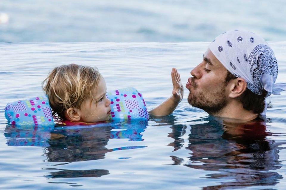 Enrique Iglesias und Kind