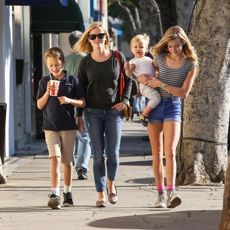 Mit Jim Toth findet Reese Witherspoon ihr neues Liebesglück, das 2012 mit der Geburt von Söhnchen Tennessee gekrönt wird.