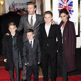 Das Glamour-Paar David und Victoria Beckham ist seit 1999 verheiratet. Mit ihren drei Söhnen, die 1999, 2002 und 2005 geboren werden, herrscht lange ein deutlicher Männerüberschuss in der Familie.
