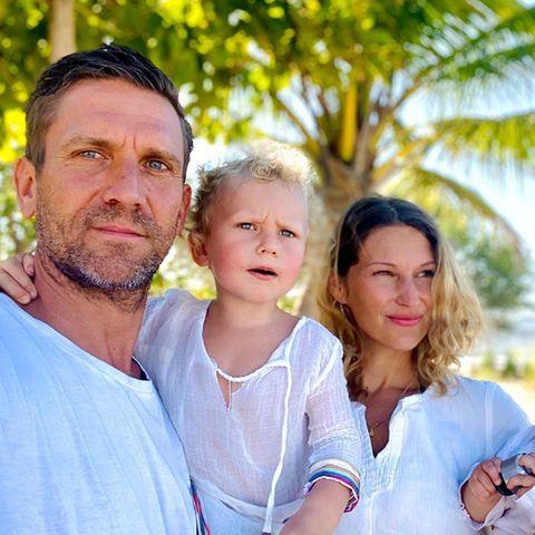 Peer Kusmagk und Janni Hönscheid mit ihren Kindern Emil-Ocean und Yoko