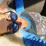 So entspannt lassen sich die Tage in der Selbstisolation doch bestens verbringen!Sarah Connor nutzt die das Wochenende für ein ausgiebiges Sonnenbad im sexy Rocker-Look.