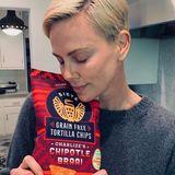 Kurz bevor die Krise richtig losging, hat sich Charlize Theron mit ihren Lieblingstortillachips eingedeckt. Die genießt sie jetzt sicher umso mehr.