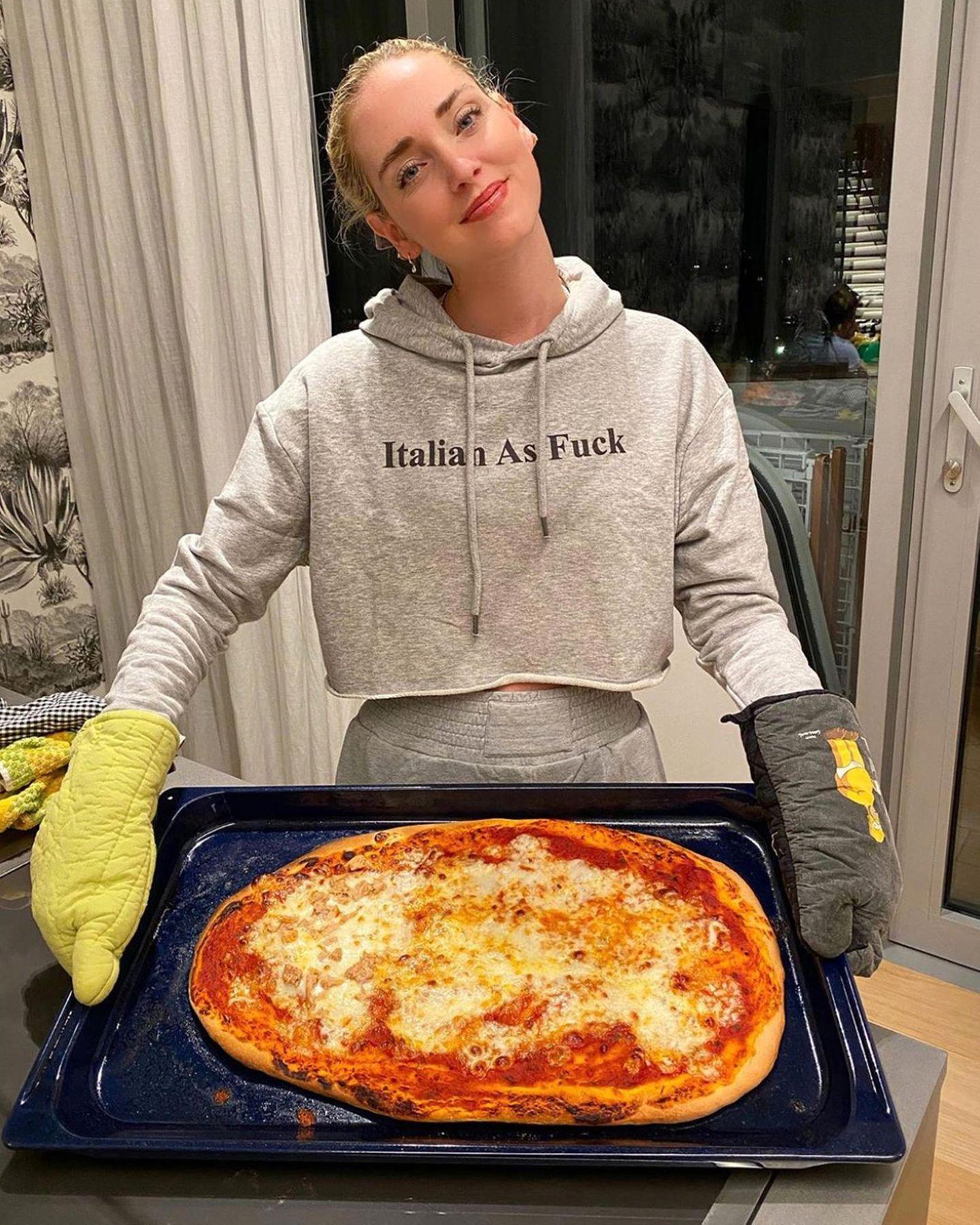 Chiara Ferragni hat die erste Pizza ihres Lebens gebacken, und das als Italienerin!