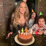 Für Mariah Carey, die am 27. März ihren 50. Geburtstag feierte, kann mit ihren Kids jetzt ganz viel Schokotorte verputzen.