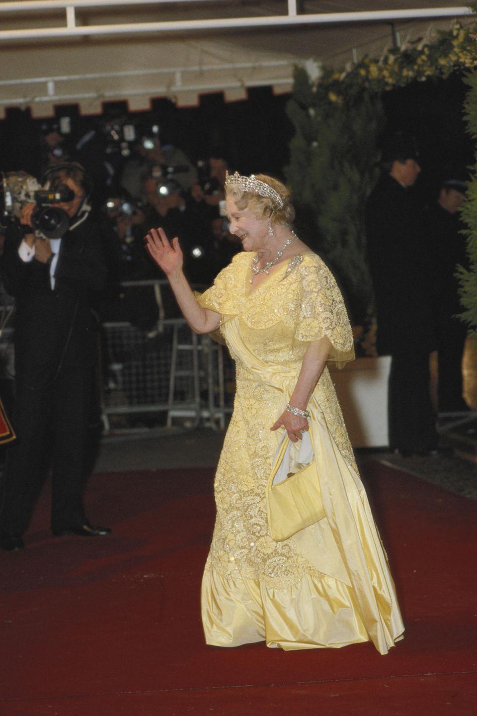 Die Queen Mum trug die Kette zu Lebzeiten sehr gerne, so wie hier am 21. April 1986, dem 60. Geburtstag ihrer Tochter Queen Elizabeth.