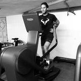 Gut, dass es im Keller ein Fitnessstudio gibt. Tennis-Ass Rafael Nadal bleibt aktiv und trainiert für die Zeit nach der Coronakrise.