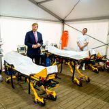 27. März 2020  Derweil informiert sich König Willem-Alexanderbeim Besuch des Isala-Krankenhaus in Zwolleüber den Kampf gegen das Coronavirus und den Stand der vorbereiteten provisorischen Klinikbetten.