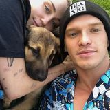 """Popstar Miley Cyrus und Cody Simpson haben zusammen einen Hund adoptiert. Das tierische """"Baby"""" besiegeltsomit das Liebesglück des Paares."""
