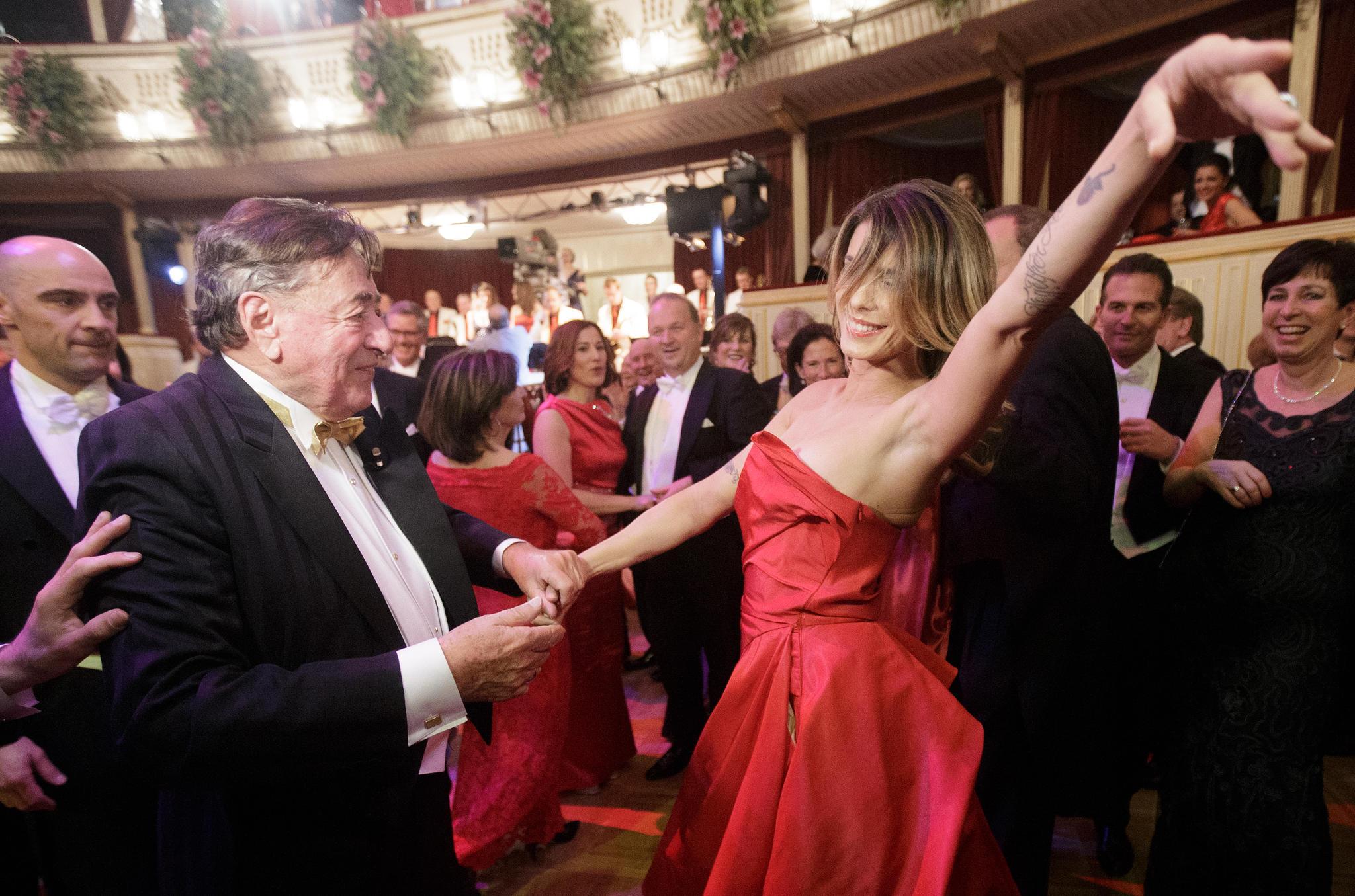 Richard Lugner und Elisabetta Canalis beim Wiener Opernball 2015