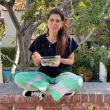 Eine kleine, gesunde Auszeit gönnt sich Schauspielerin Marisa Tomei an der frischen Luft.
