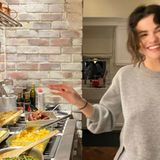 Endlich hat Megastar Selena Gomez Zeit, ihre Kochkünste unter Beweis zu stellen, und das macht ihr sichtlich Spaß.