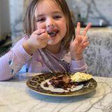 Schoko-Brownie und Vanilleeis können definitiv durch die langweilige Quarantäne-Zeit helfen. Das kann Sophia, Tochter von Tamara Ecclestone, nurbestätigen.