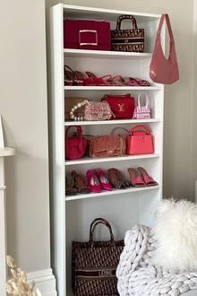 Eine Designertasche neben der anderen - und das alles in einem Farbschema: Pink. Top-Influencerin Leonie Hanne hat eine Designertaschen-Sammlung von mehrerentausend Euro, da kann jede Luxus-Boutique einpacken.