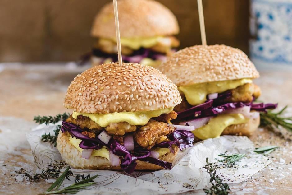 Burger mit krossen Hähnchenbrustfilets