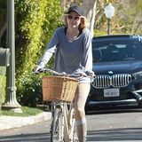 Auch Naomi Watts radelttrotz der verordneten Zwangsquarantäne durch Los Angeles. Vielleicht musste einfach mal etwas anderes als ihre eigenen vier Wände sehen.