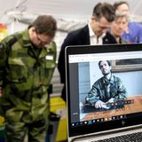 30. März 2020  Via Skype informiert sich Prinz Carl Philip über den Status des Behelfskrankenhaus am Östra Hospital in Göteborg,