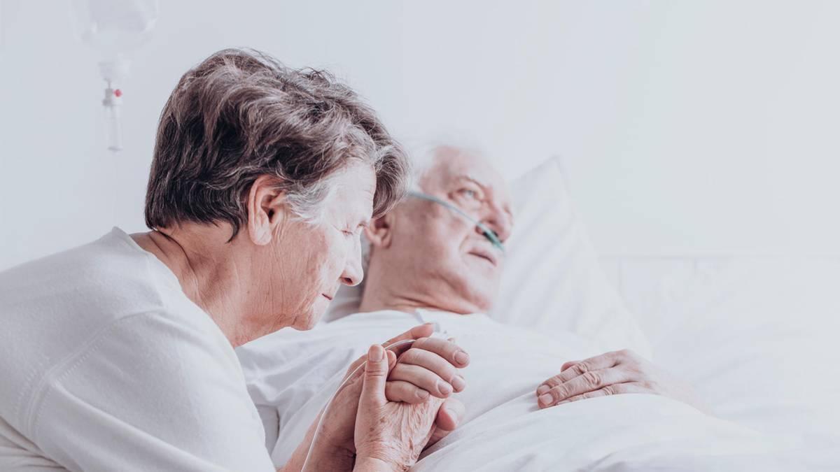 Coronakrise: Paar stirbt sechs Minuten nacheinander am Coronavirus