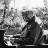 1. April 2020: Ellis Marsalis (85 Jahre)  Trauer um einen großen Jazzpianisten:Ellis Marsalis war nicht nur der Vater von Star-Trompeter Wynton Marsalis, spielte mit Größen wie Cannonball Adderley, sondern brachte als Musikpädagoge auch Musikern wie Harry Connick jr. den Jazz bei. In New Orleans starb er nun an den Folgen von Covid-19.