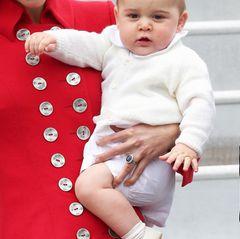 """Die Welt überschlug sich vor Freude, als """"Royal Baby"""" Prinz George am 22. Juli 2013 in London das Licht der Welt erblickte, und in der folgenden Zeit konnte man sich kau an den Pausbäckchen sattsehen."""