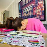 """Homeschooling kann sehr anstrengend sein, nicht nur für die Kinder. Jana Ina Zarrella ist fix und fertig und schreibt lakonischauf Instagram: """"Noch nie habe ich mich so auf die Osterferien gefreut...""""."""
