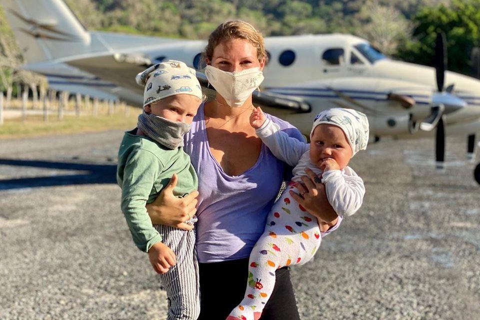 Janni Hönscheid mit ihren Kindern Emil-Ocean und Yoko