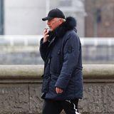 Bewegung im Freienhält fit. So sieht es auch Ex-Tennisstar Boris Becker, der in Jogginghose seine tägliche Runde entlang des Themseufers dreht. Ganz und gar nicht sportlich ist allerdings der Glimmstängel, der den Frischluft-Kick dabei gleich zunichte macht.