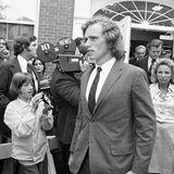 Am 13. August 1973 verursacht Robert F. Kennedys Sohn Joe einen Autounfall, bei dem sein Bruder David und dessen Freundin Pamela Kelleyschwer verletzt wurden. Sie blieb querschnittgelähmt, seine Strafe betrug lediglich 100 US-Dollar.