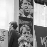 5. Juni 1968  Senator Robert F. Kennedy, ähnlich beliebt wie sein Bruder JFK, fällt im Vorwahlkampf für die Präsidentschaft einem Attentat zum Opfer. Er stirbt einen Tag später, und die USA stürzen erneut in landesweite Trauer.