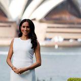 Vor der beeindruckende Kulisse des Opernhauses in Sydney entstand dieses tolle Porträt von Herzogin Meghan während ihrer Reise nach Australien im Oktober 2018.