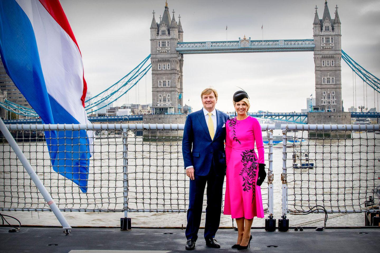 Im Oktober 2018 besuchte das niederländische Königspaar die Queen und London, und natürlich standendabeiauch Sightseeing-Schnappschüsse vor der Tower Bridge auf dem Programm.