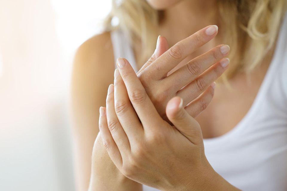 Trockene Hände durch Händewaschen