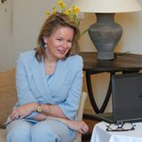 Einfacher hat es da Königin Mathilde von Belgien; sie trägt ihr kinnlanges Haar einfach offen.