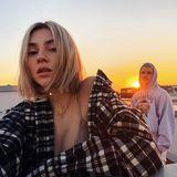 Dass man auch in Schlabberklamotten lasziv sein kann, zeigt Stefanie Giesinger auf Instagram.Und mit Freund Marcus Butler und der untergehenden Sonne im Hintergrund, wird aus diesem Selfie ein richtig urbanes Fotoshooting.