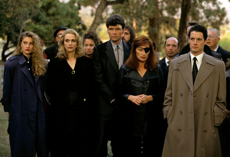 """Mit der TV-Premiere von David Lynchs """"Twin Peaks"""" am 8. April 1990 war eine Kultserie geboren. Kyle MacLachlan (r.) als Agent Cooper und Mädchen Amick (l.) als Shelley Johnson feierten jetzt ein Wiedersehenzum 30-jährigen Jubiläum. Allerdings nicht so, wie sie es sich wohl vorgestellt hatten."""