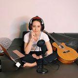 Michelle Hunzikers Tochter Aurora Ramazzotti nutzt die Quarantäne, um zu musizieren und hat sich prompt ein kleines Aufnahmestudio im Bett eingerichtet.