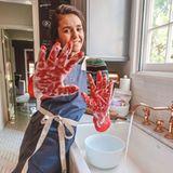 """Mit diesem Schnappschuss bei der Hausarbeit betont""""Vampire Diaris""""-Star Nina Dobrev, wie wichtig es ist, sich sauber und gesund zu halten."""