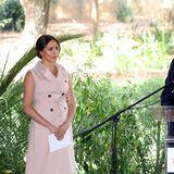 """Fast scheint es so, als wollen Herzogin Meghan und Prinz Harry die Welt darauf vorbereiten, dass sie sich künftig mehr um ihr eigenes Leben kümmern und einen vom Hof unabhängigeren Weg gehen wollen. Der enorme Druck des Lebens als Mitglied der Königsfamilie, die ständige Kritik, der Umstand, fortwährend missverstanden zu werden- es wird Harry und Meghan zu viel.  Britische und US-amerikanische Medien bezeichnen die Äußerungen des Paares als """"bombshell"""", als """"Paukenschlag"""" - und das ist es tatsächlich. Kein Royal vor und nach Prinzessin Dianahat sich dermaßen verletzlich und kritisch in der Öffentlichkeit präsentiert. Die Sussexes verstoßen damit gegen die höchste aller Regeln desPalastes: """"Beschwere dich nie, erkläre dich nie."""""""