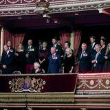 9. November 2019  Queen Elizabeth und ihre Familie sind in die Royal Albert Hall in London eingeladen. Dort ehren Premierminister Boris Johnson undhochrangige Mitgliederdes Militärs beim Festival of Remembrance Mitglieder der Streitkräfte, die für die Verteidigung Großbritanniens und der Commonwealth-Saaten ihr Leben gelassen haben.  Gemäß der Rangfolge in der Thronfolge hat William neben der Queen Platz genommen. Harry steht in zweiter Reihe.