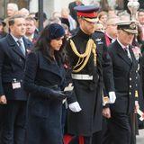 7. November 2019  Herzogin Meghan und Prinz Harry sind zur Westminster Abbey gekommen, um das Field of Remembrance,einen Gedenkgarten,zu besuchen. Wird es das letzte Mal sein, dass man die beiden in diesem Jahr bei der Erfüllung ihrer royalen Pflichten sieht? Zeitungen munkeln hartnäckig, die Sussexes würden eine mehrwöchige Auszeit in Kanada oder den USAplanen.