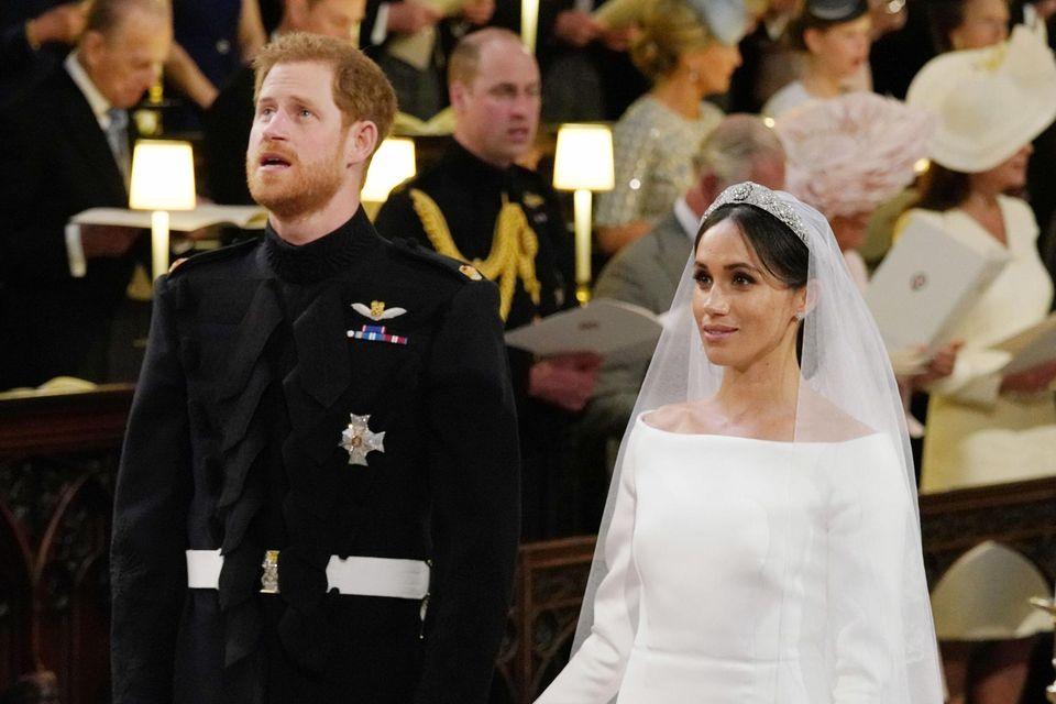 Prinz Harry und Herzogin Meghan bei ihrer Trauung - das ihr Kleid bestach durch seine schlichte Eleganz