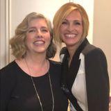 Dieses Lächeln liegt in der Familie: Hollywood-Star Julia Roberts und ihre ältere Schwester Lisa pflegen ein freundschaftlichesVerhältnis zueinander und sind sich auchberuflich nichtfern. Lisa arbeitet als Produzentin und spielte selbst auch schon in einigen Filmen mit.