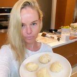 Schauspielerin Kate Bosworth machtden Teig für ihre Tacos selbst - und wie einfach das geht, zeigt sie ihren Fans via Instagram-Live-Video.