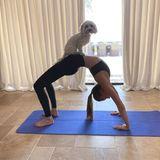 Veronica Ferres' Tochter Lilly Krug hat für ihre Quarantäne-Zeit bereits einen neuen Partner fürs heimische Workout gefunden.