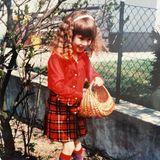 Heidi Klum  Auf Eiersuche: Zum diesjährigen Osterfest erinnert sich die damals noch brünette und lockige Heidi Klum an die Feiertage ihrer Kindheit, und erfreut ihre Instagram-Fans mit diesem niedlichen Kinderfoto.