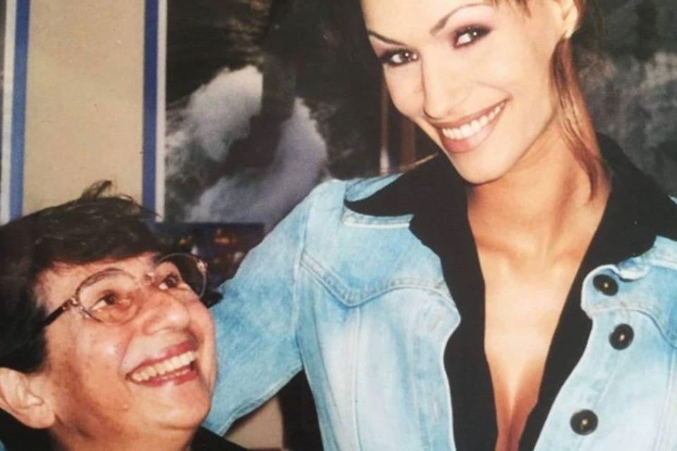 Yasmina mit ihrer Oma Nicole