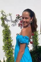 Wow! Ana Ivanović hat ein Händchen für Mode. Woran man das erkennt? Sie setzt auf feminine Schnitte und knallige Farben, die perfekt zu ihrer sportlichen Figur und ihrem sonnengeküsstenTeint passen.