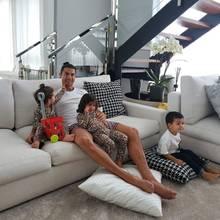 Christiano Ronaldo mit seinen Kindern