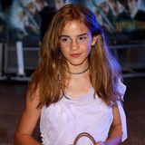"""Der Fantasy-Film feiert weltweit einen riesigen Erfolg - und Emma? Sie wird über Nacht zum Star. 2002 erscheint Teil Zwei """"Die Kammer des Schreckens"""", Emma ist zu diesem Zeitpunkt zwölf Jahre."""