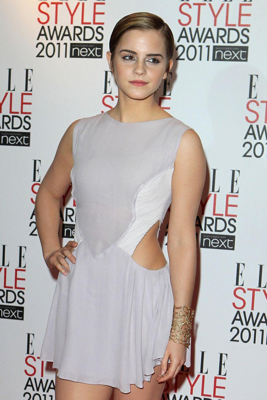 Zu den Elle Style Awards im Jahr 2011 betont Emma mit einem dunklen Kajalstrich am unteren Lid ihre wunderschönen Augen. Zurück gegeelte Haare legen den Fokus auf Emmas Make-Up.